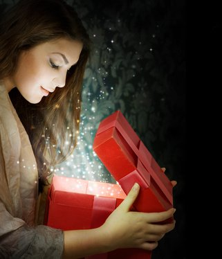 To Spend or not to Spend? Gift Giving Etiquette – Scarlet Says